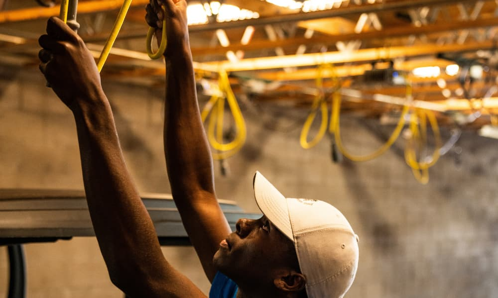 worker-reaching